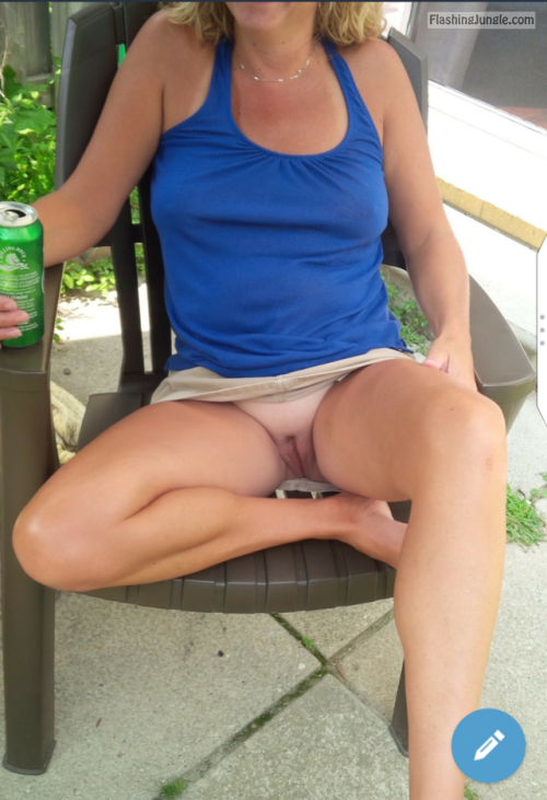 Love summer and short skirts I love the view, thanks for the... pussy flash no panties mature howife