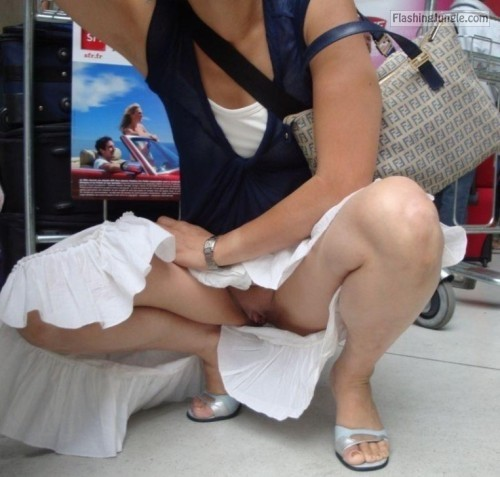 Photo upskirt pussy flash public flashing no panties flashing store