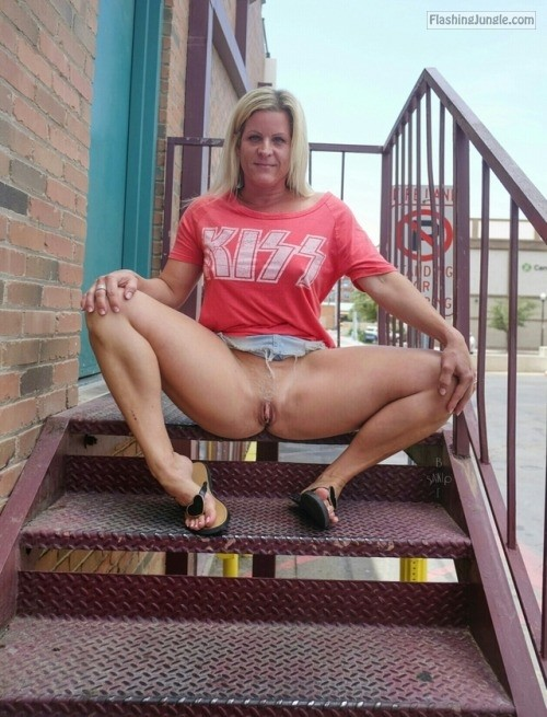 Photo pussy flash public flashing no panties milf pics howife
