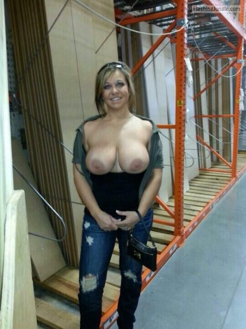 Photo public flashing milf pics howife flashing store boobs flash