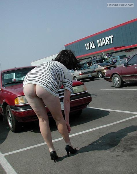 Pantieless wife walmart parking public flashing no panties milf pics ass flash