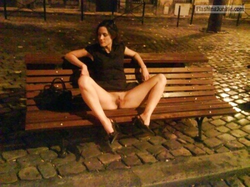 Public park legs spreading pussy flash public flashing no panties milf pics howife