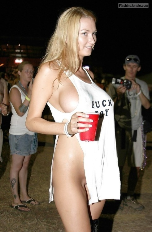 Fuck toy blonde, sideboob, pantyless voyeur public flashing no panties