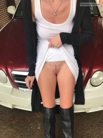 slikp style: smoking cigarette upskirt pussy flash no panties