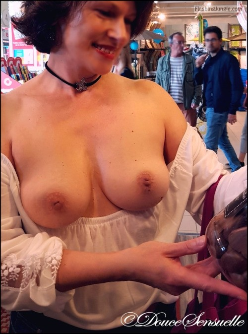Douce Sensuelle: Topless shopping public flashing milf pics boobs flash