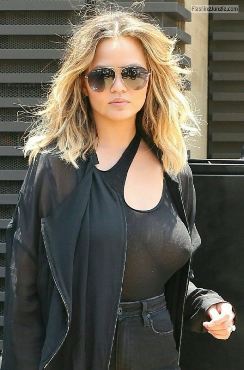 No bra see through tank top celebrit Chrissy Teigen pokies voyeur pokies pics boobs flash