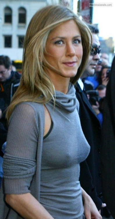 Jennifer Aniston pokies celeb nipples