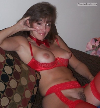 Slut MILF red sexy red underwear and tie neckband pussy flash no panties milf pics howife boobs flash