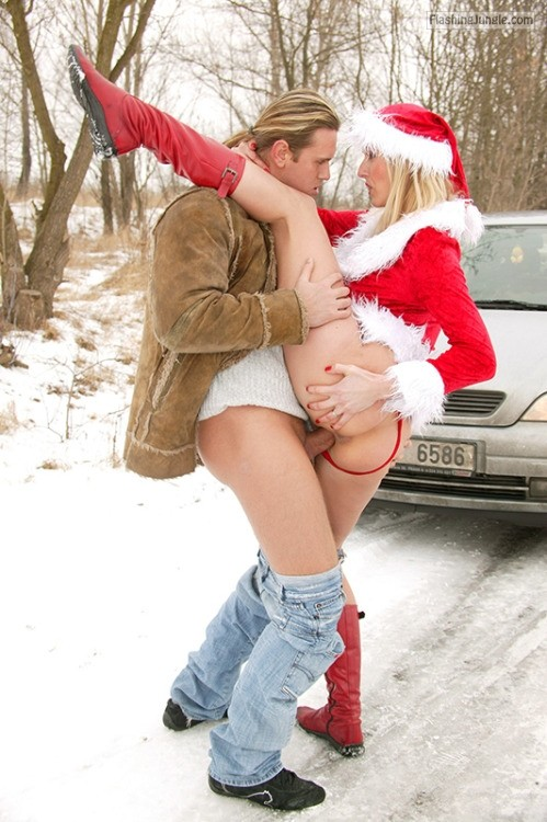 xmaspuss: Cold temperatures and snow won't make Christmas less... public flashing