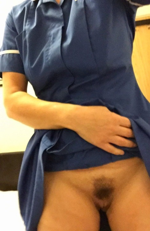 amateur naughtiness: Quick flash from a horny nurse. no panties