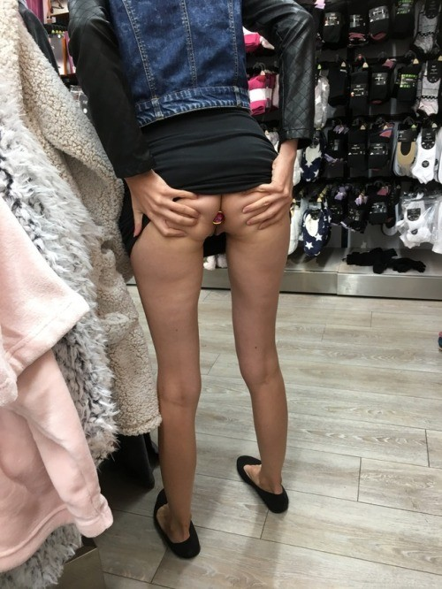 blonde dolly: Shopping in Tesco, plugged with no panties 💕 no panties