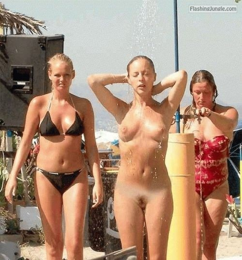 groupofnakedgirls:Want to see more groups of naked girls? Follow... public flashing