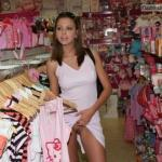 carelessinpublic:Inside a shop and showing her pussy