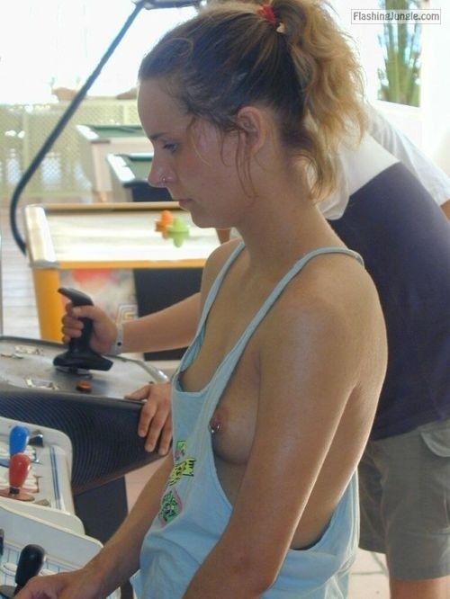 carelessinpublic:Showing her boobs in a gaming arcade public flashing