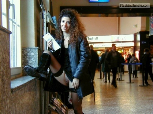 commando commander heaven:Curly flashes her vag public flashing