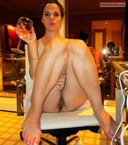commandopussymarvel:No panty dinner public flashing