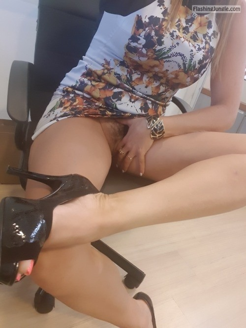 thetdhasitall: besexyhotwife:In the office, so wet! look at... no panties