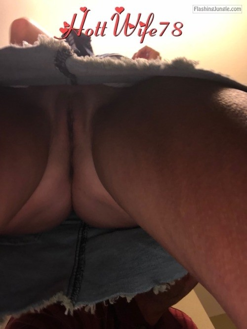 hottwife78: Getting ready for lunch. More pics to come!!!!???? no panties