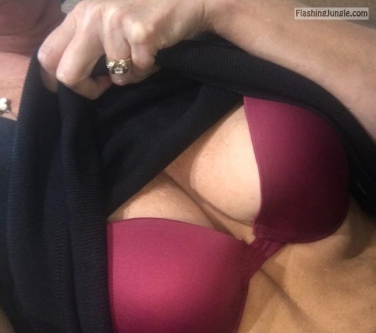 918milftexter: Oh how I wish I had a fun, sexy lunch partner today. Instead I'm just horny and... no panties