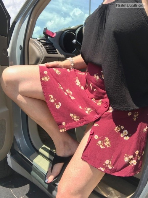 lalamelange: Short swingy skirt + no panties + breezy day = FUN... no panties