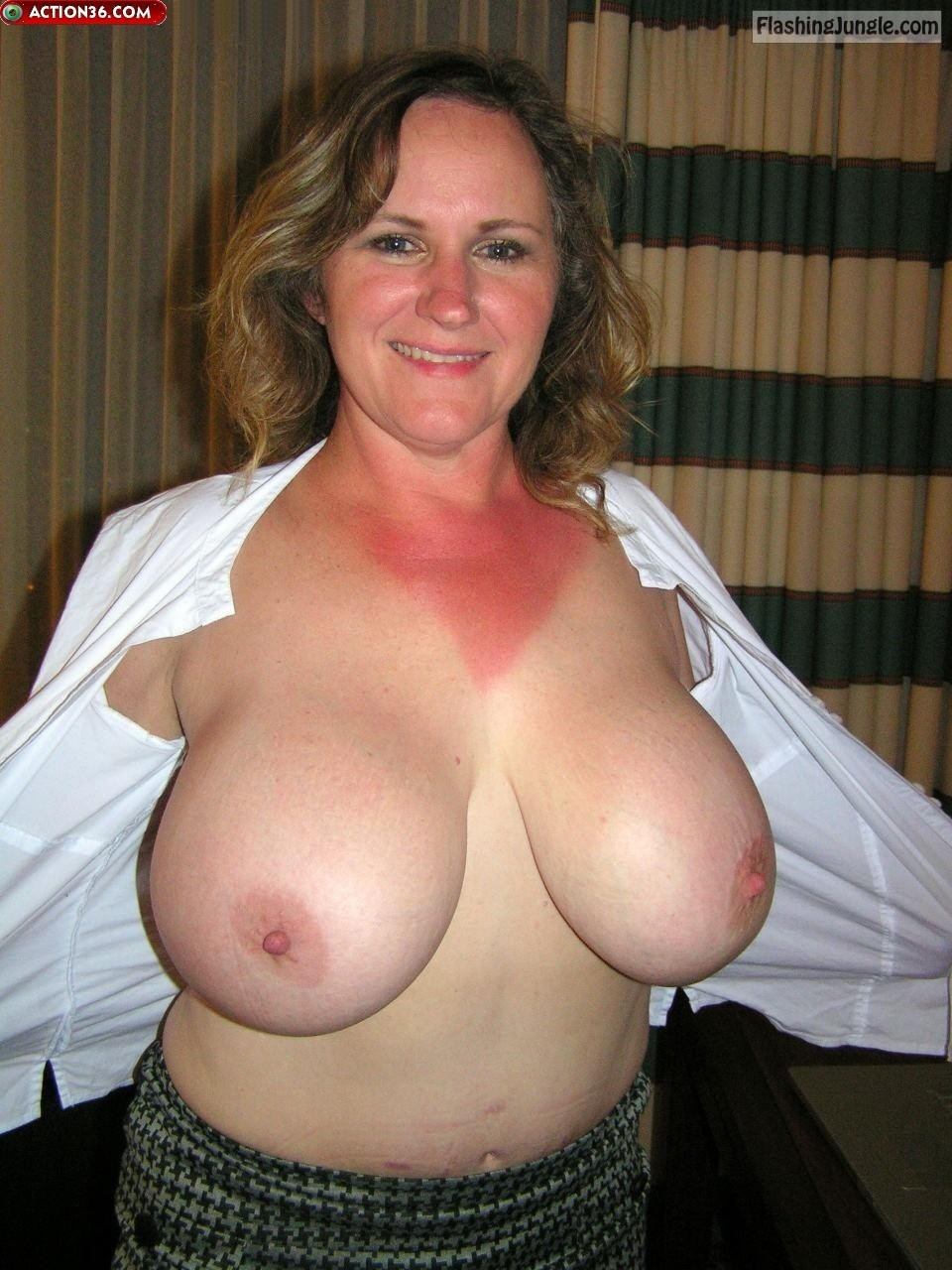 MILF Flashing Pics Boobs Flash Pics Bitch Flashing Pics