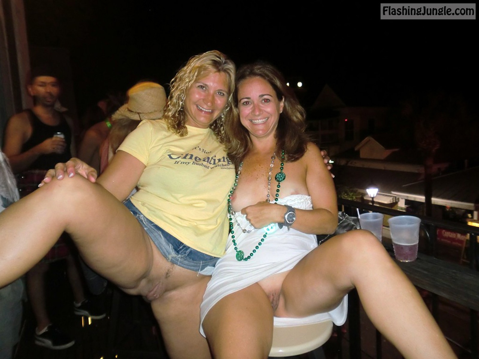 Drunk MILFs from Texas flash their coochies at the bar pussy flash public flashing no panties milf pics bitch