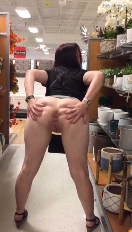 Pussy Flash Pics Public Flashing Pics No Panties Pics MILF Flashing Pics Flashing Store Pics Ass Flash Pics - Spreading butt cheeks anus and cunt holes flash