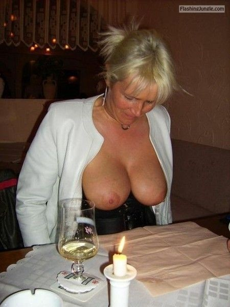 A nice pair of big veiny <strong>mature tits</strong> at restaurant - Blonde MILF