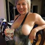 Very hot German mature wife sideboob photo