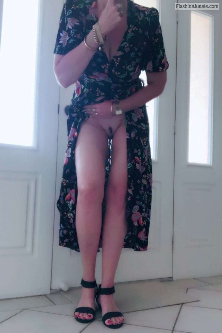 xxxmitziexxx: Shhhh heading out shopping today & it's blowing a gail here in Australia….hmmm I... no panties