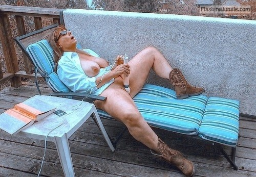 Puss n' Boots… public flashing