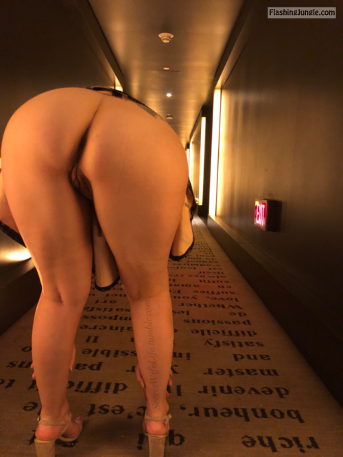 secretwifelife: I love hallways Sweet ass… public flashing