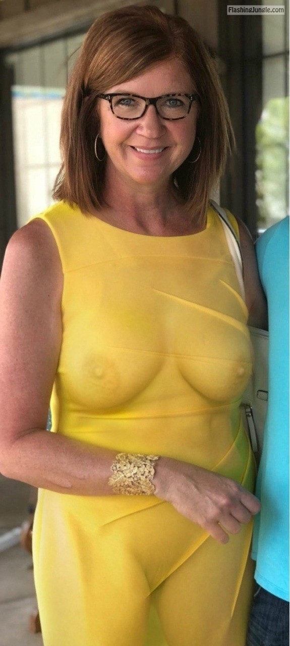 Sexy MILF… public flashing