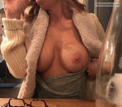 nobrablem: Dinner and a show! public flashing
