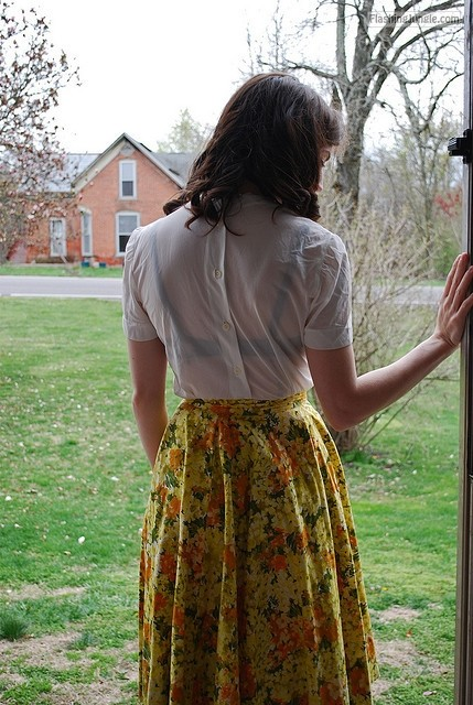 jeanie49: iwantaskirt: Behind Me (by Aya Smith) public flashing