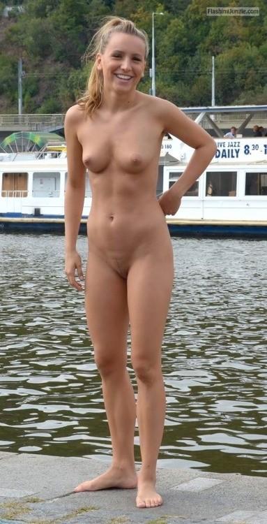 amatuer girls swimming naked
