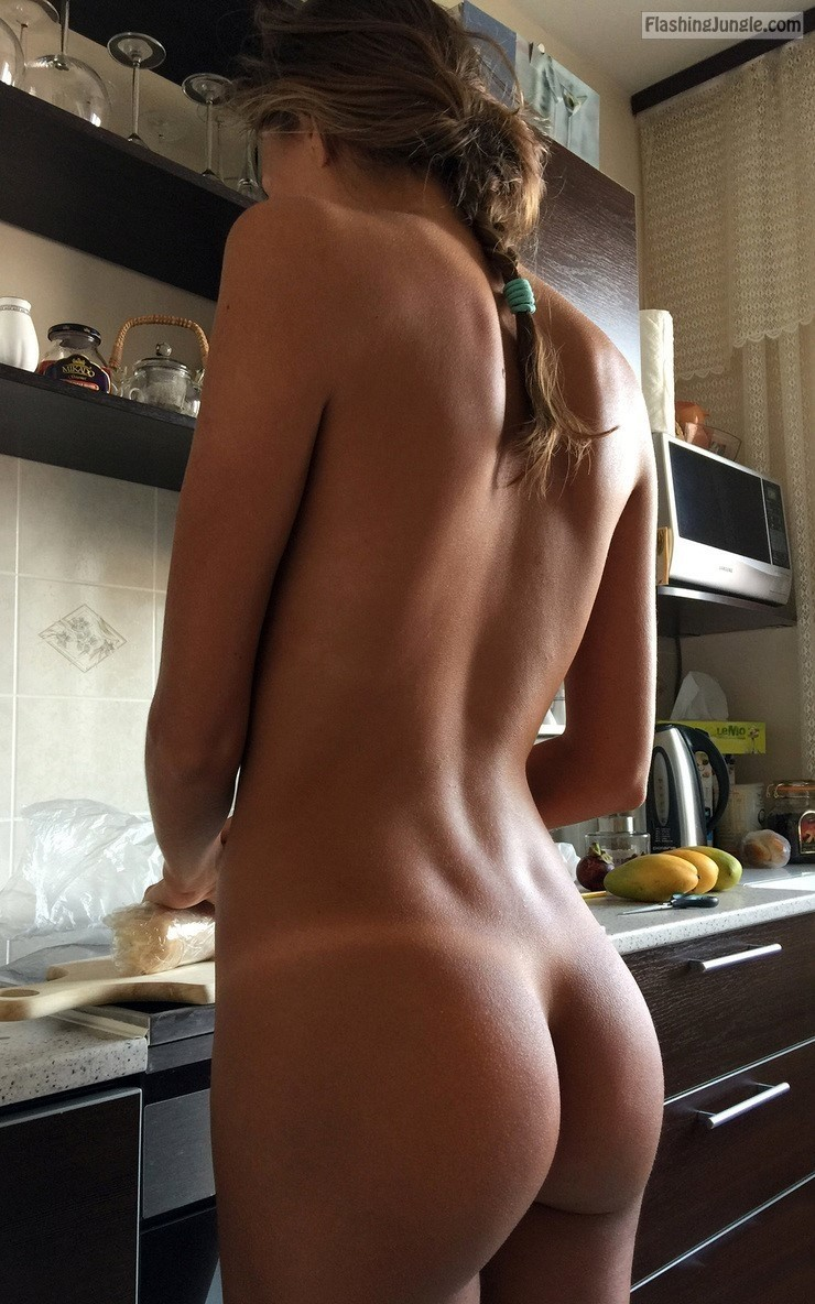 Naked Teen Girlfriend In The Kitchen Ass Flash Pics, Teen Flashing Pics From Google -3752