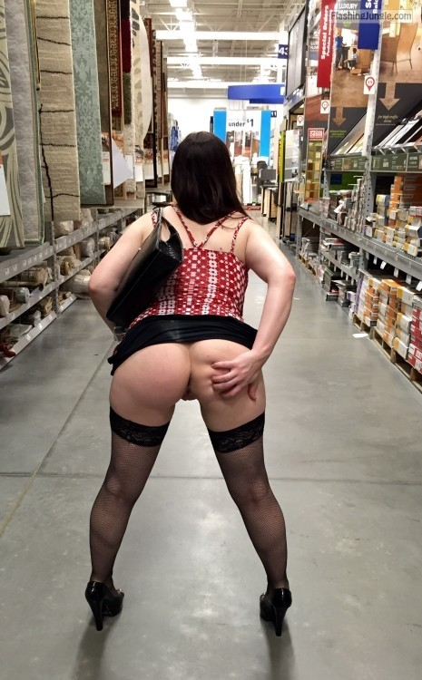 Pantyless shopping in stockings and heels public flashing no panties milf pics flashing store ass flash