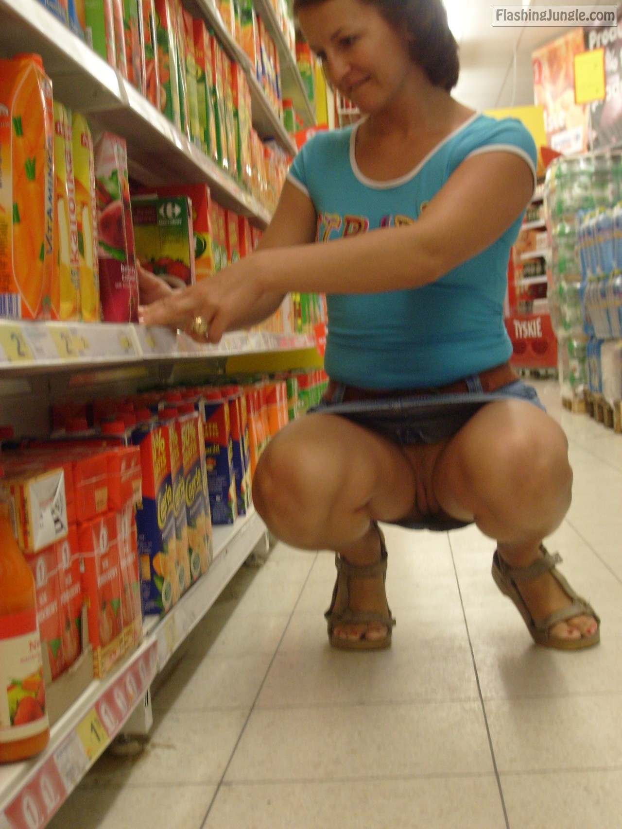 Pantieless wife with juicy pussy among store shelves upskirt pussy flash no panties flashing store