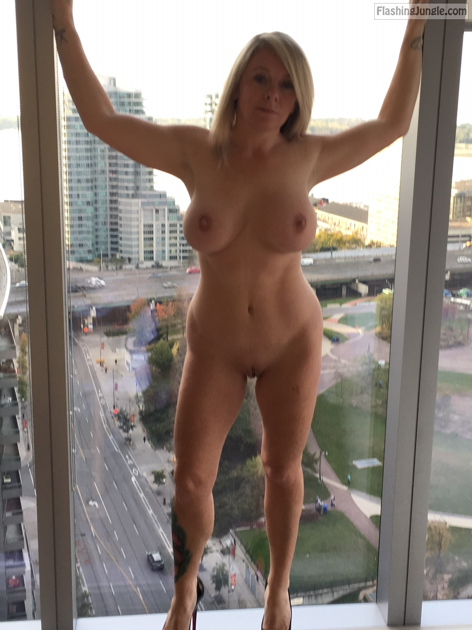 Hotwife naked on window - @geemanandwoman regards from Toronto