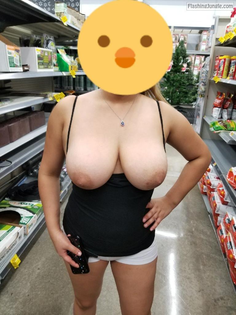 Flashing Jungle - Milf Flashing Pics Nude Milfs In Public -3431