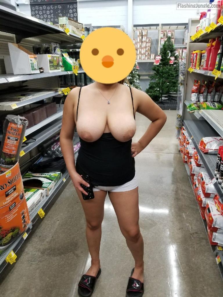 Flashing Jungle - Milf Flashing Pics Nude Milfs In Public -8861