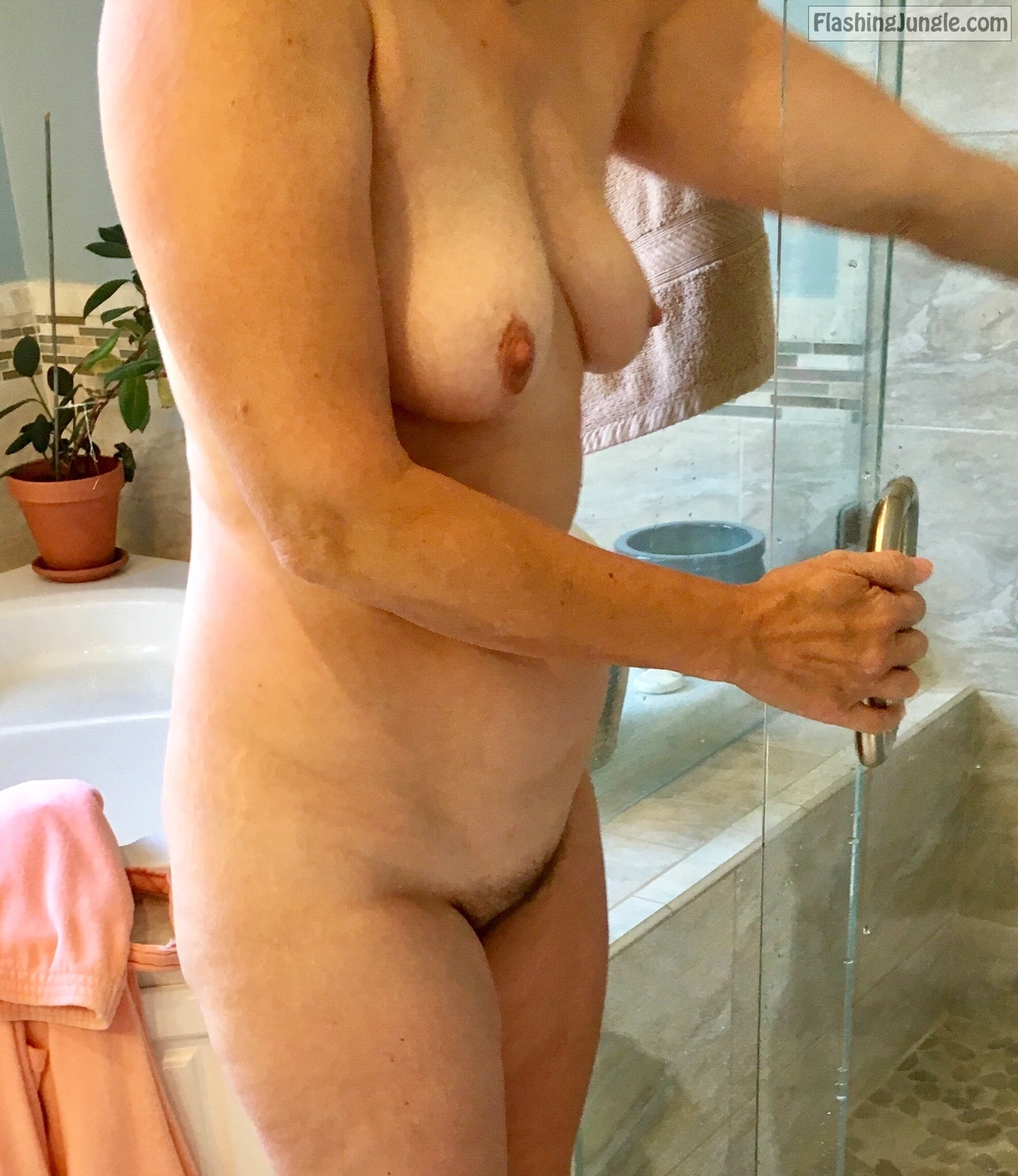 Real Nudity MILF Flashing Pics Hotwife Pics