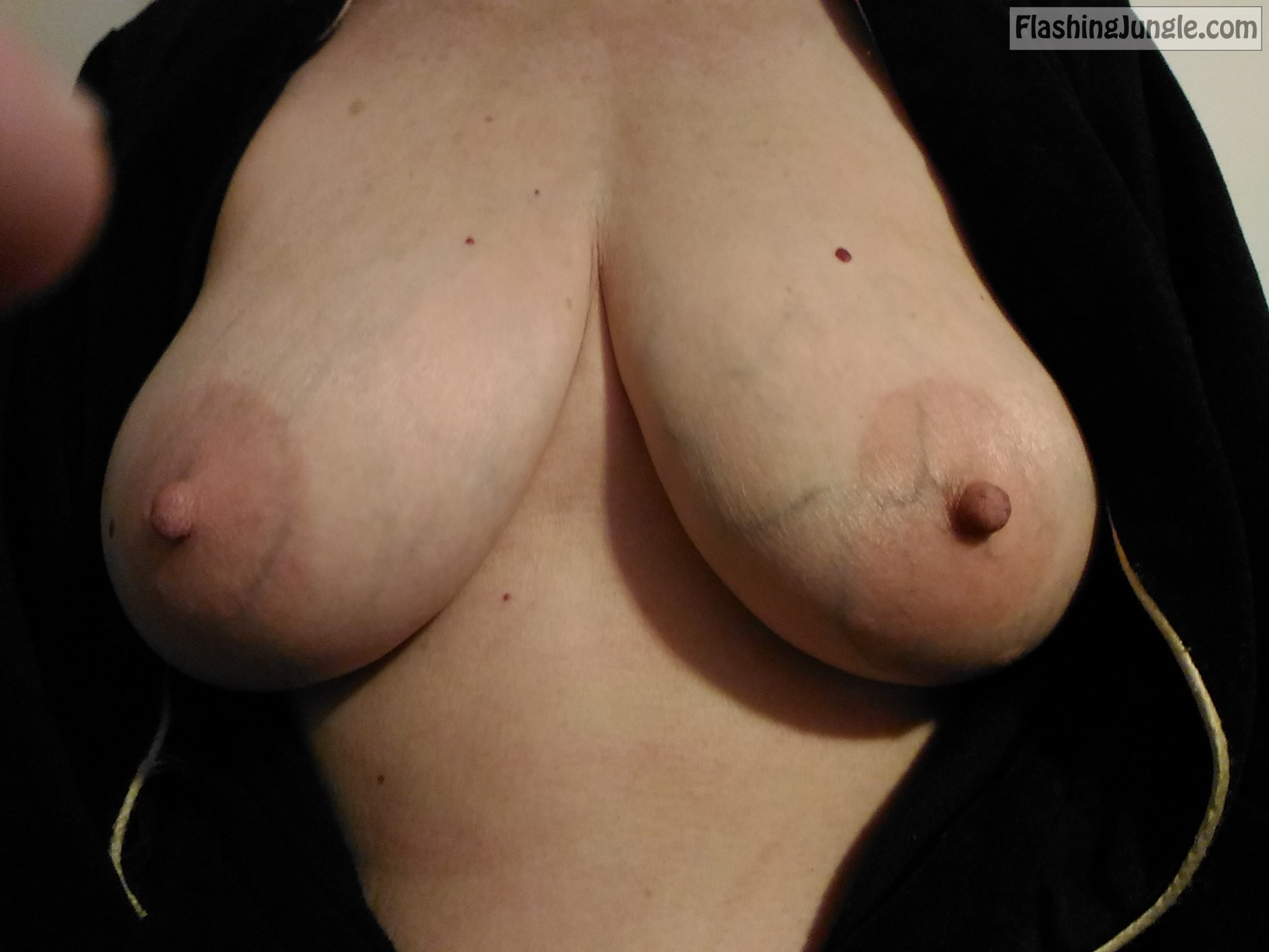 Hard Nipples While Changing Bra Boobs Flash Pics, Real -4261