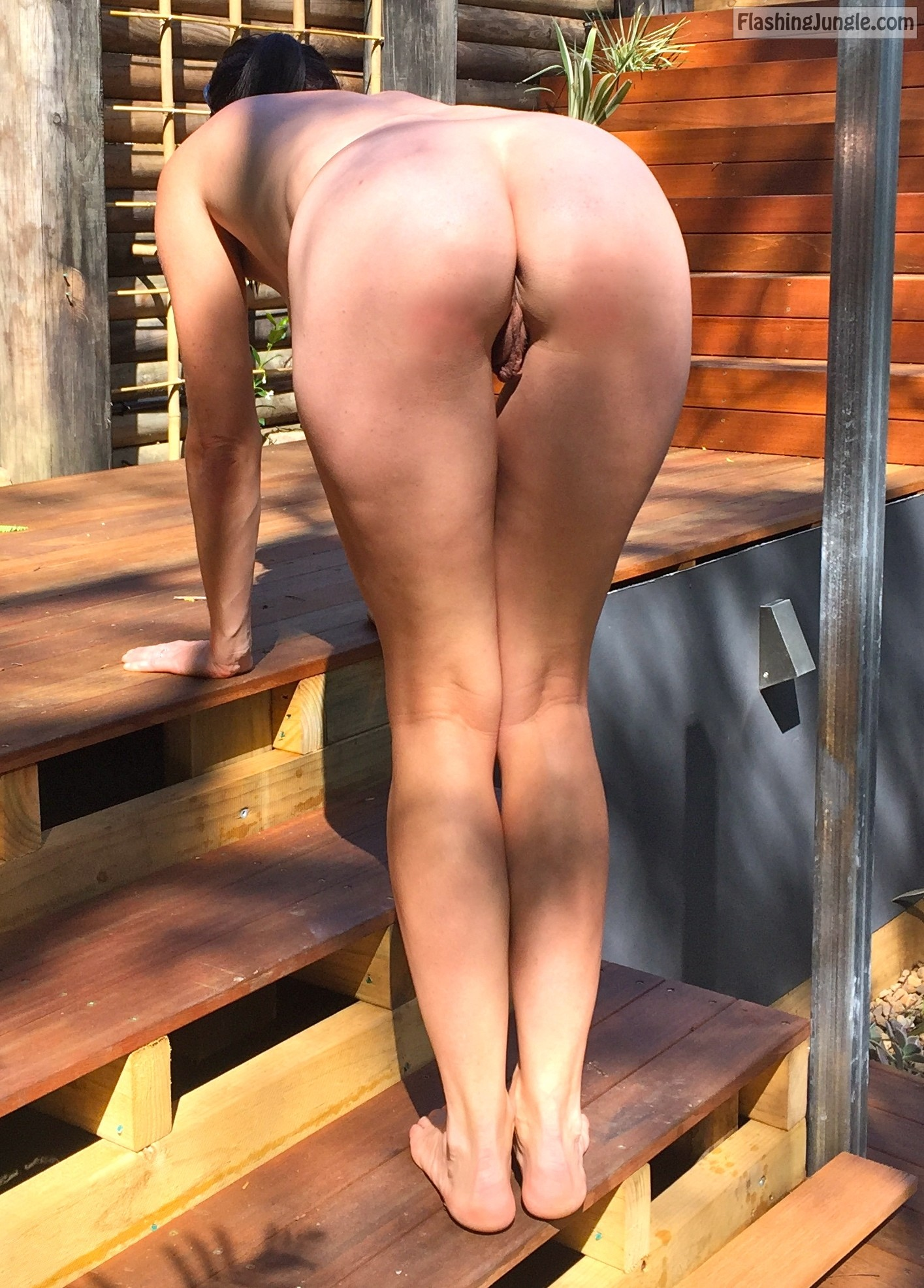 outdoors bum - fully nude bent over