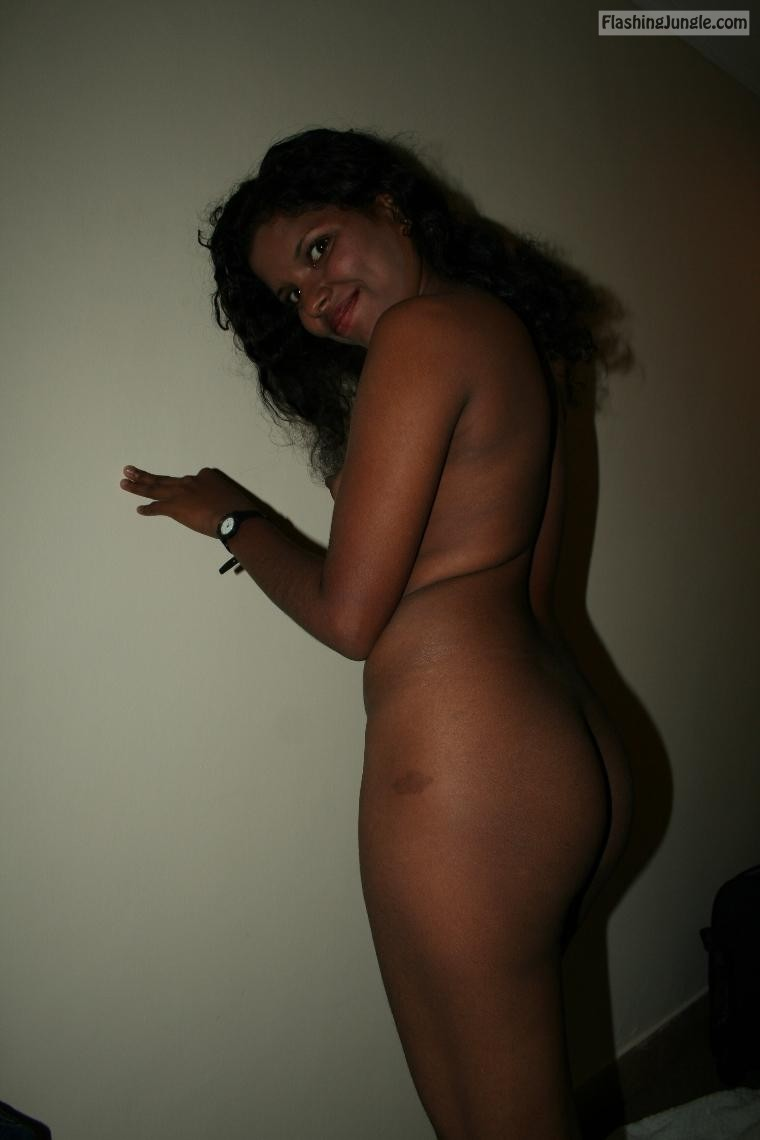 Sri lankan girl fully nude real nudity no panties ass flash