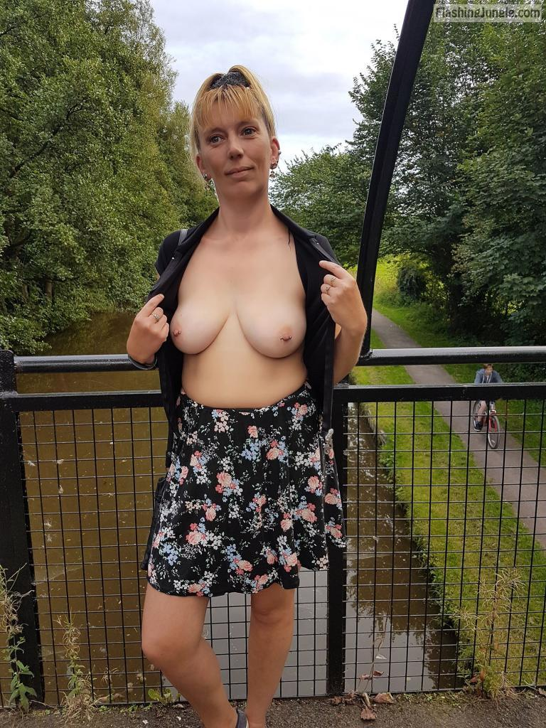 feeling seducive while flash boobs public flashing milf pics boobs flash
