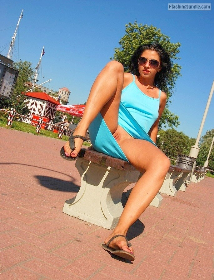 tumblr p049dyBd4e1v70ibyo4 1280 upskirt public flashing no panties