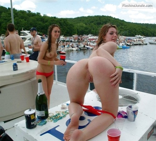 tumblr ousw0oMVoi1vh0h82o1 500 public flashing