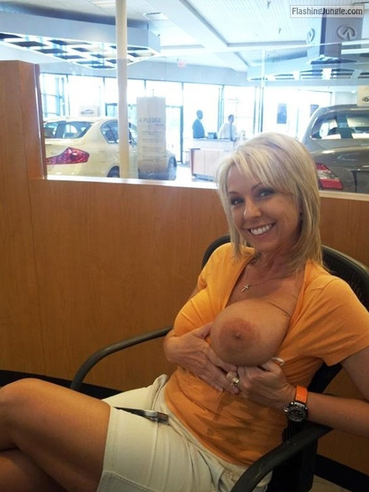 tumblr n9cyhwbW4X1smqknno1 1280 milf pics boobs flash bitch